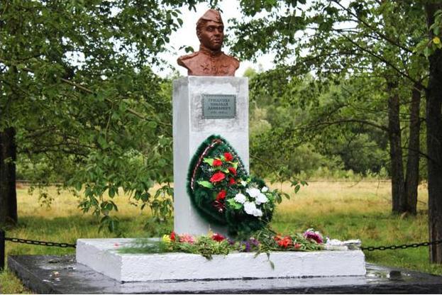 Торжественное открытие бюста Н.Д.Грищенко в с.Белом